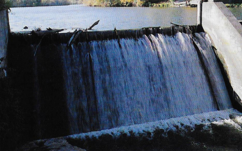 Surface Draw Dams Slow Water